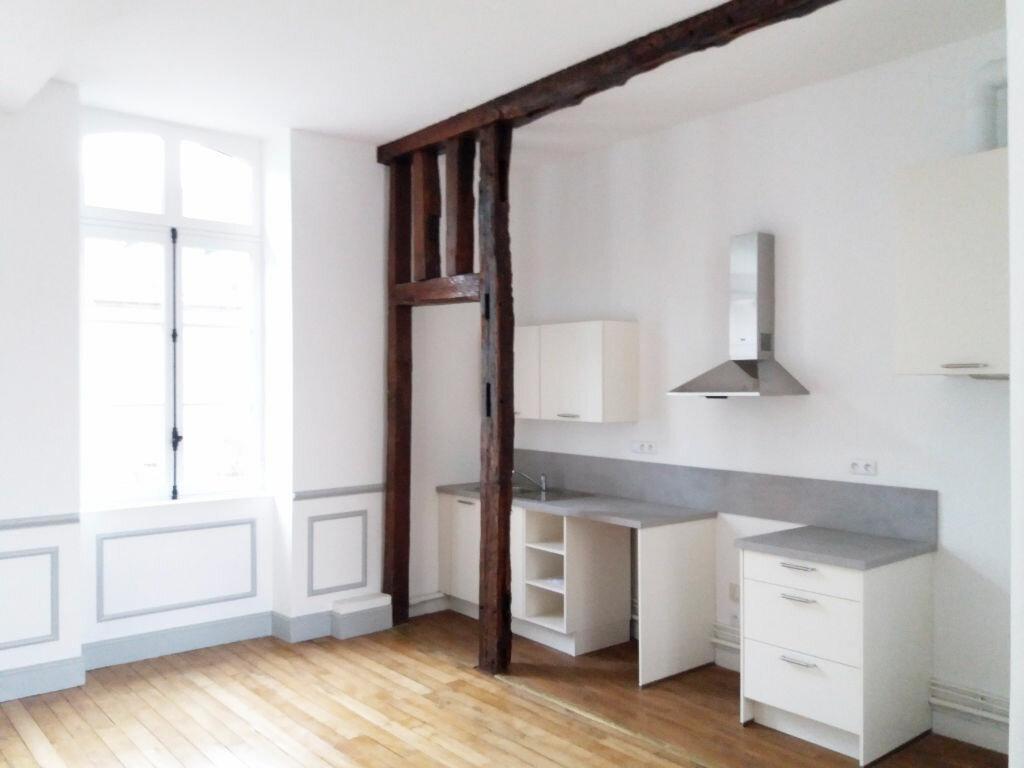 Appartement à louer 3 70.11m2 à Compiègne vignette-1