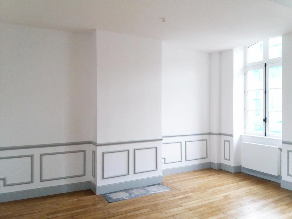 Appartement à louer 3 70.11m2 à Compiègne vignette-2
