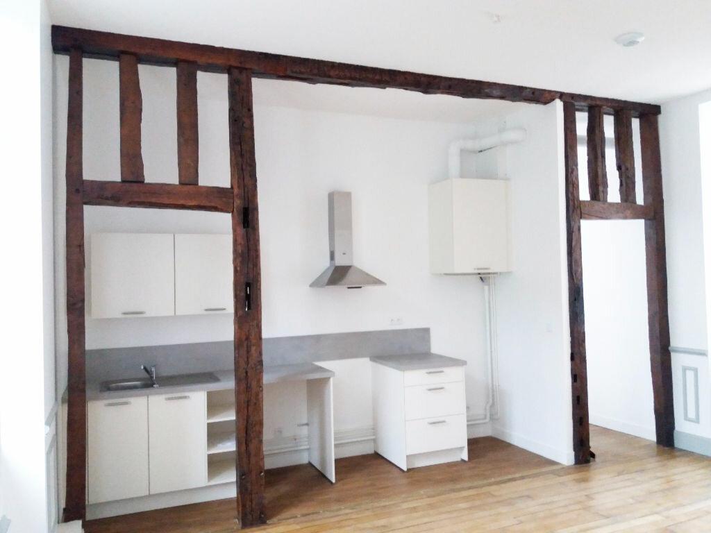 Appartement à louer 3 70.11m2 à Compiègne vignette-4