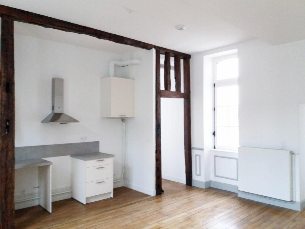Appartement à louer 3 70.11m2 à Compiègne vignette-5