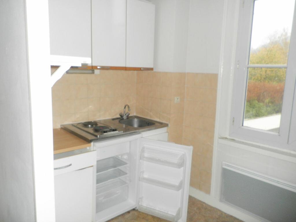 Appartement à louer 2 28.63m2 à Chevincourt vignette-1