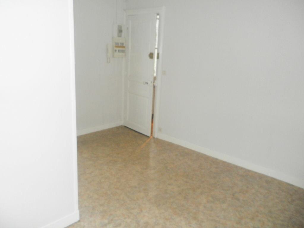 Appartement à louer 2 28.63m2 à Chevincourt vignette-2