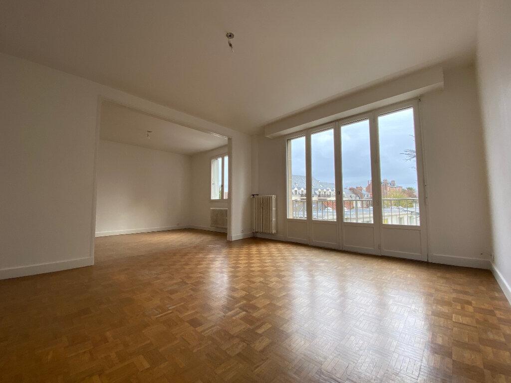 Appartement à louer 4 83.74m2 à Compiègne vignette-2