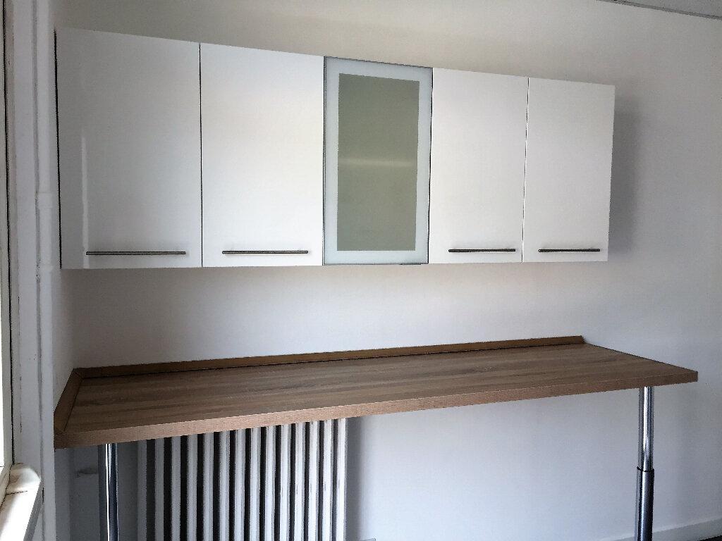 Appartement à louer 1 13.77m2 à Compiègne vignette-4