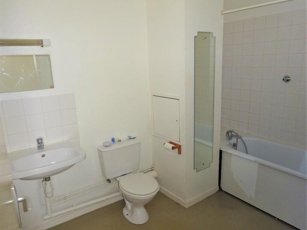 Appartement à louer 2 49m2 à Compiègne vignette-4