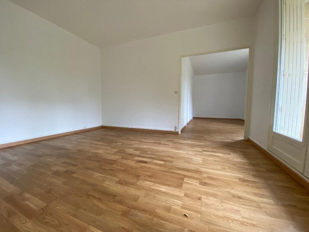 Appartement à louer 5 94.67m2 à Compiègne vignette-1