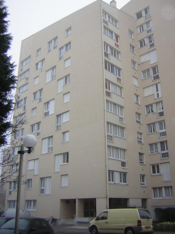 Appartement à louer 3 68.98m2 à Compiègne vignette-1