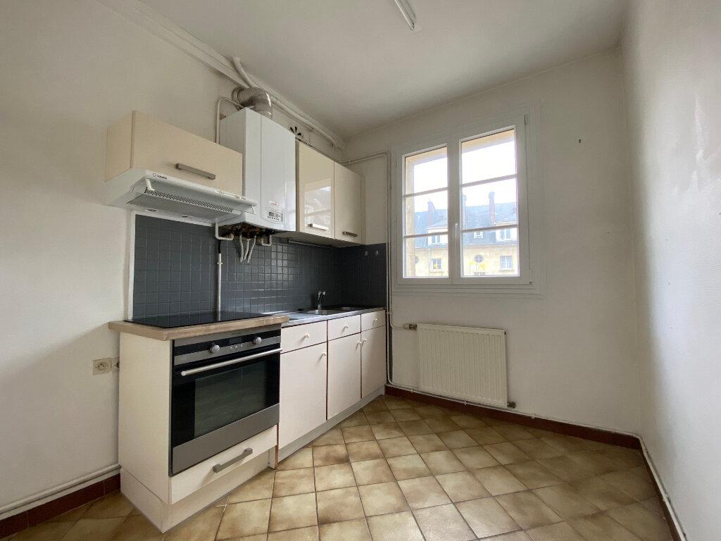 Appartement à louer 2 51.05m2 à Compiègne vignette-1