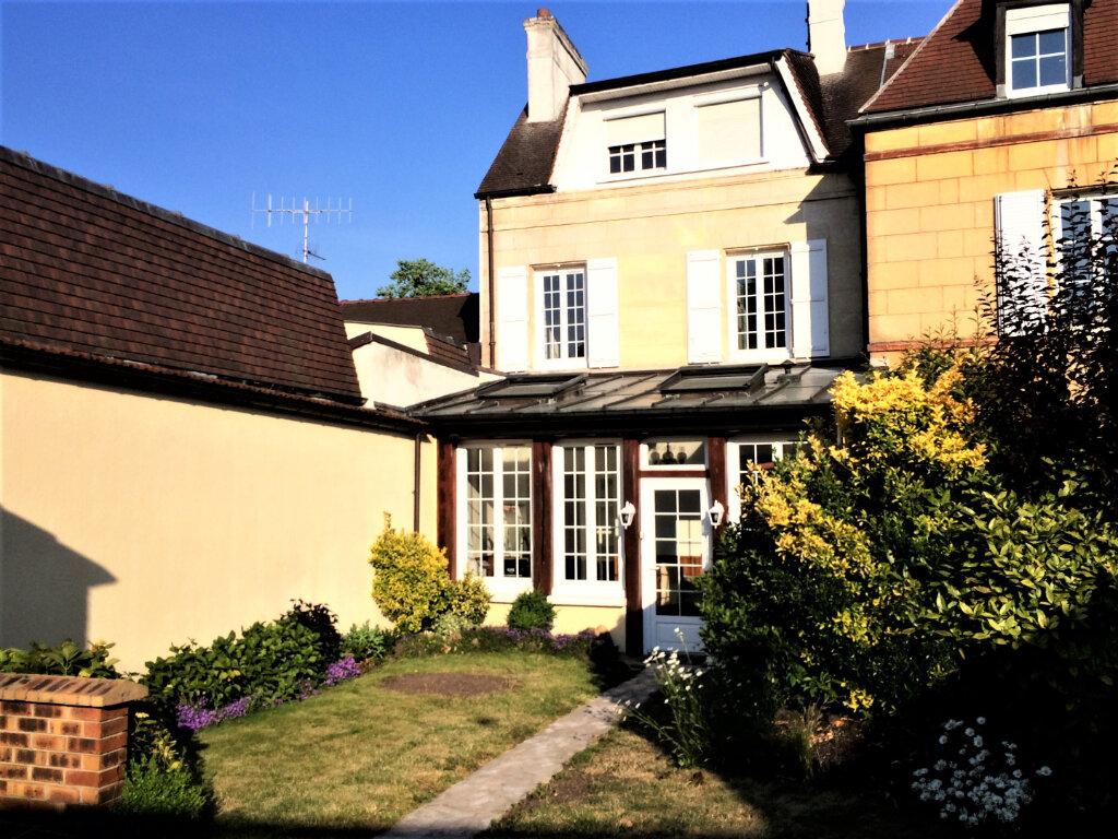 Maison à louer 5 131.66m2 à Compiègne vignette-1