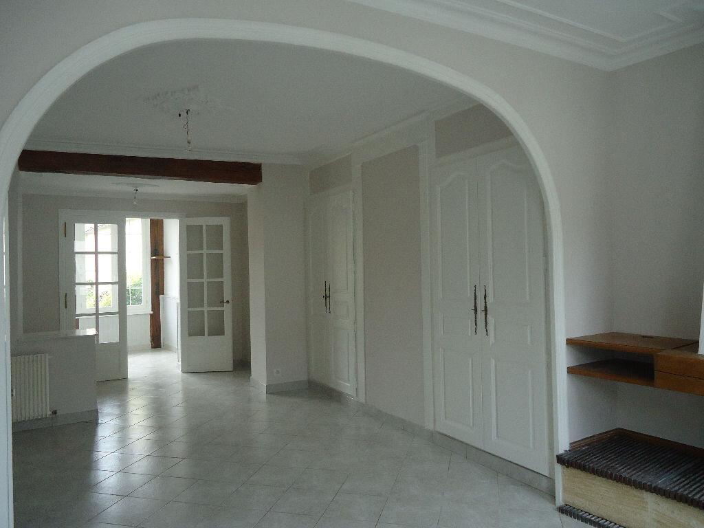 Maison à louer 5 131.66m2 à Compiègne vignette-4