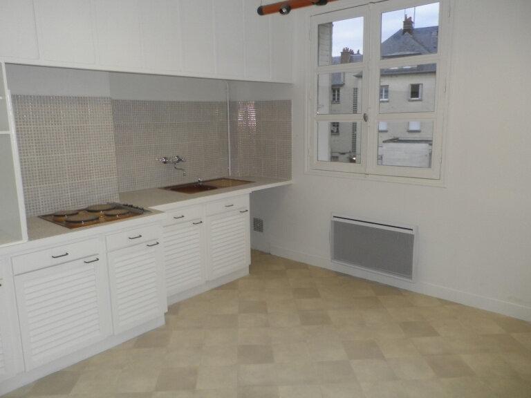 Appartement à louer 2 52.6m2 à Compiègne vignette-1