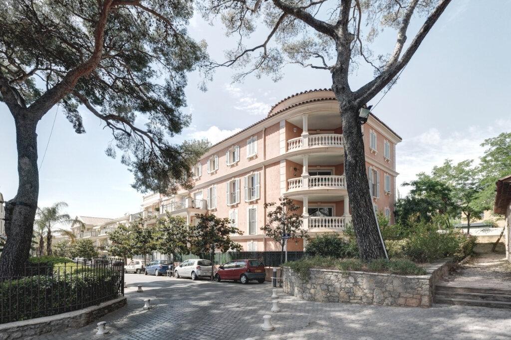 Appartement à louer 3 65m2 à Carqueiranne vignette-1