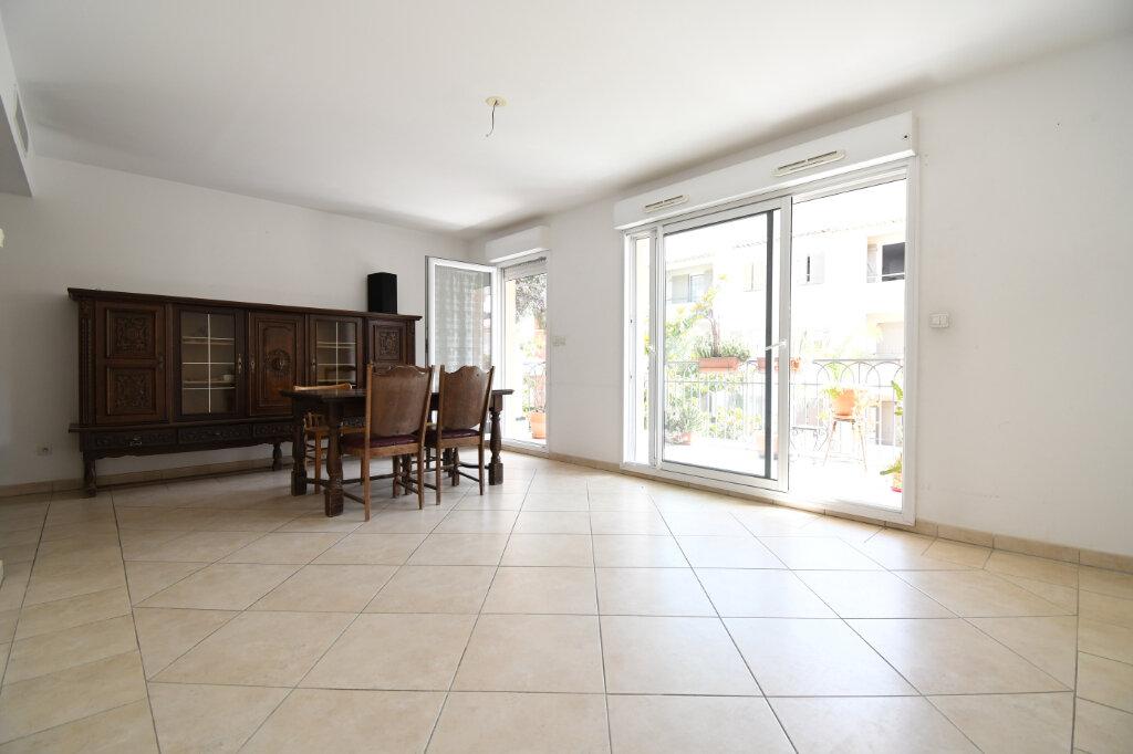 Appartement à louer 3 65m2 à Carqueiranne vignette-3
