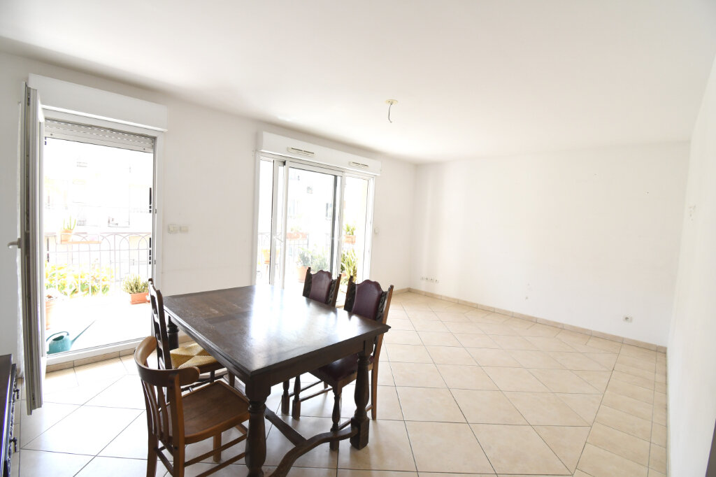 Appartement à louer 3 65m2 à Carqueiranne vignette-4