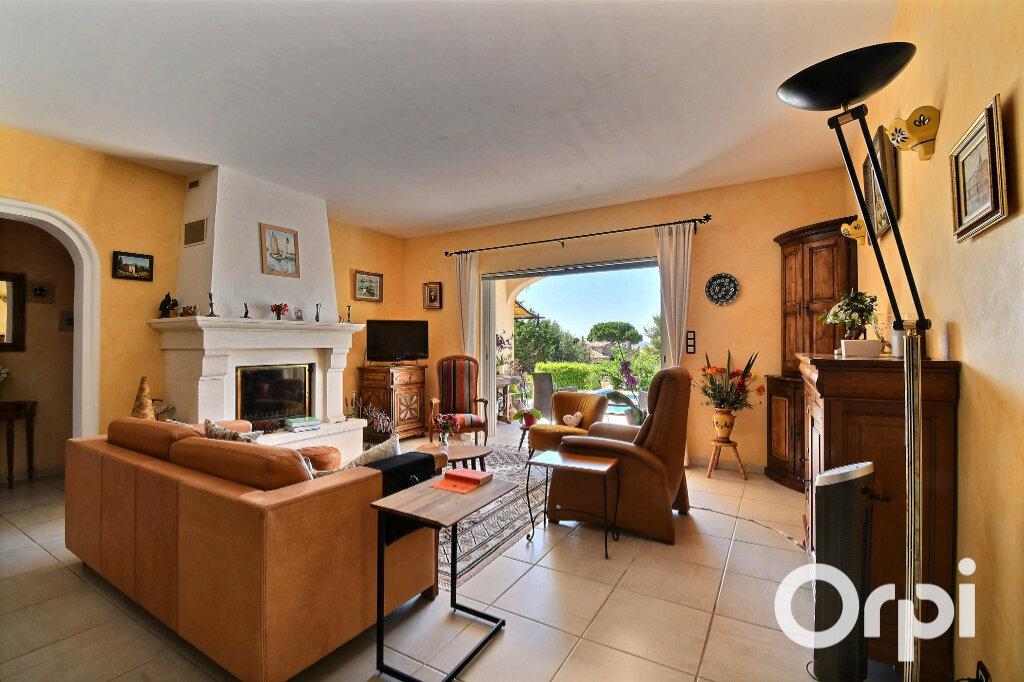 Maison à vendre 6 145m2 à Carqueiranne vignette-5