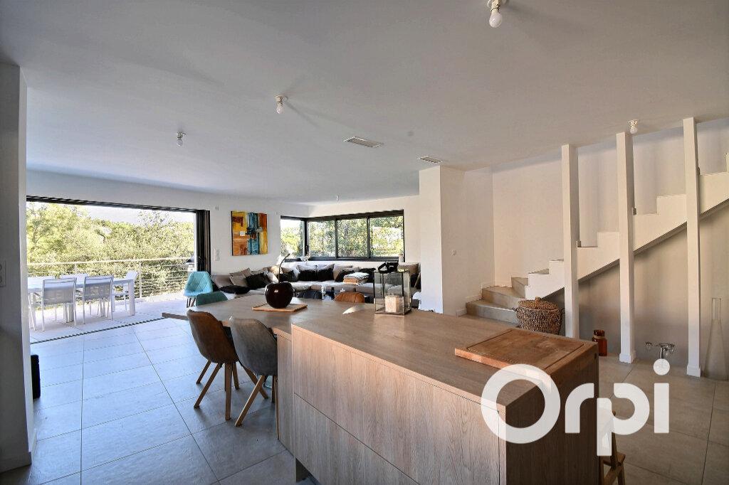 Maison à vendre 6 175m2 à Le Pradet vignette-3