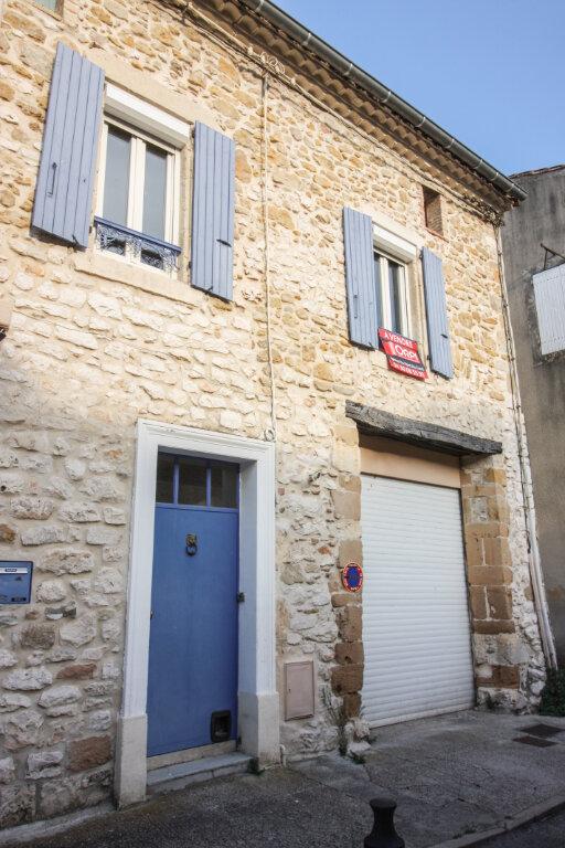 Appartement à vendre 4 139m2 à Saint-Geniès-de-Malgoirès vignette-1