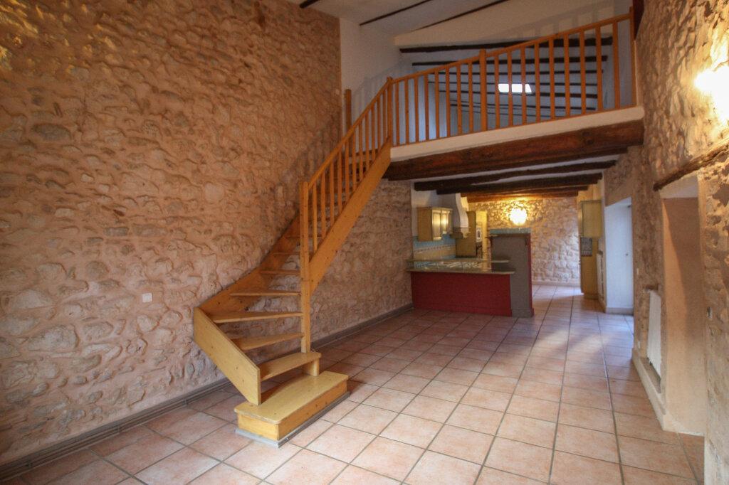 Appartement à vendre 4 139m2 à Saint-Geniès-de-Malgoirès vignette-3