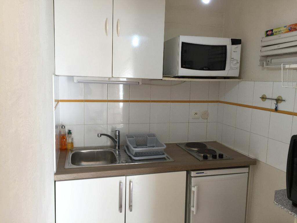 Appartement à louer 1 25m2 à Biarritz vignette-2