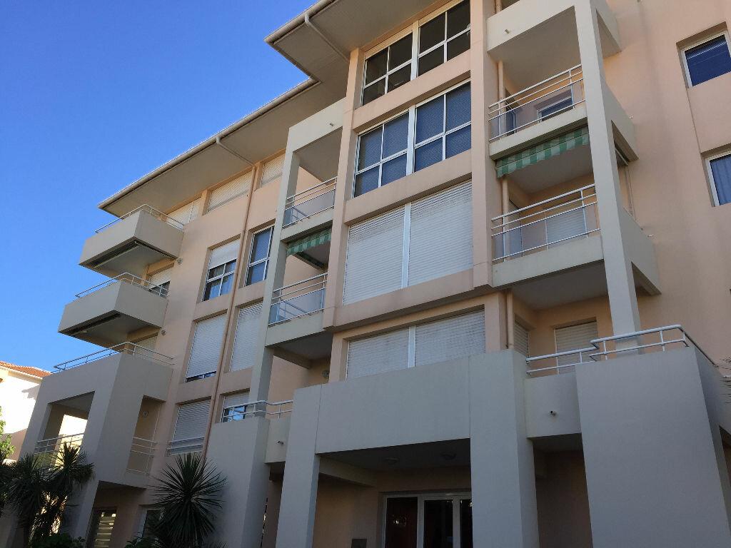 Appartement à louer 1 25m2 à Biarritz vignette-4