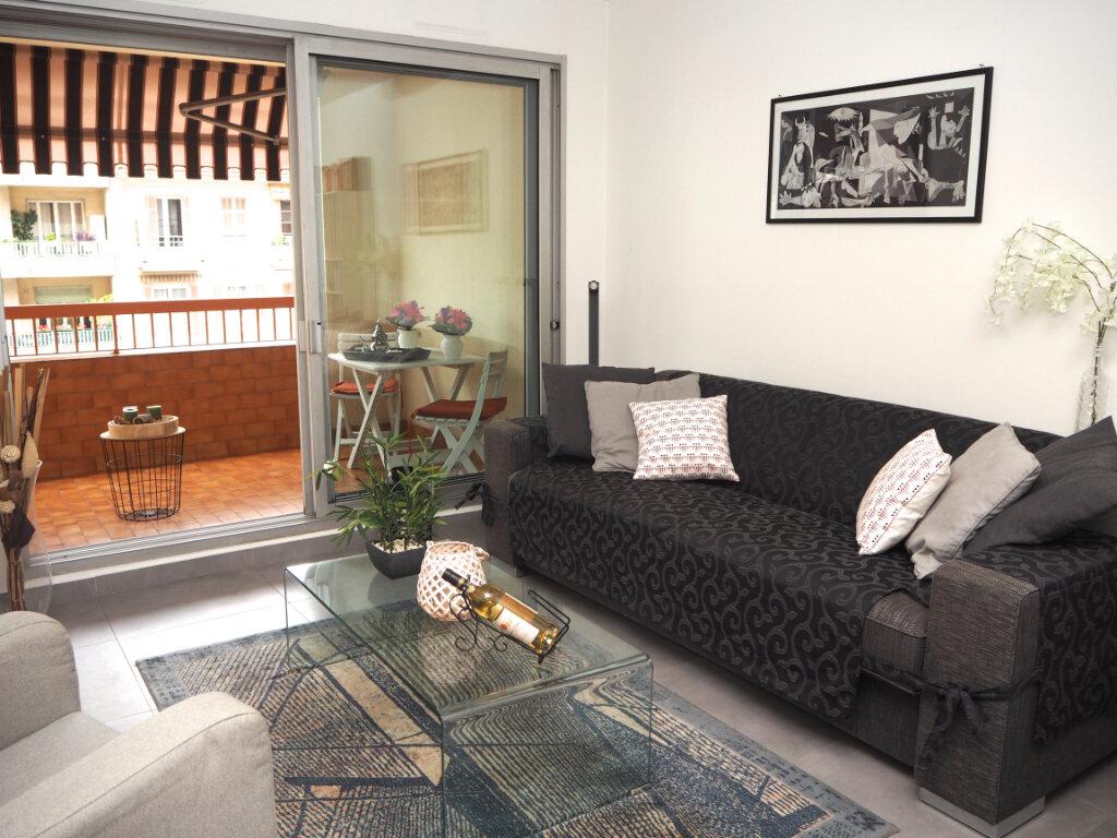 Appartement à louer 2 53m2 à Nice vignette-2