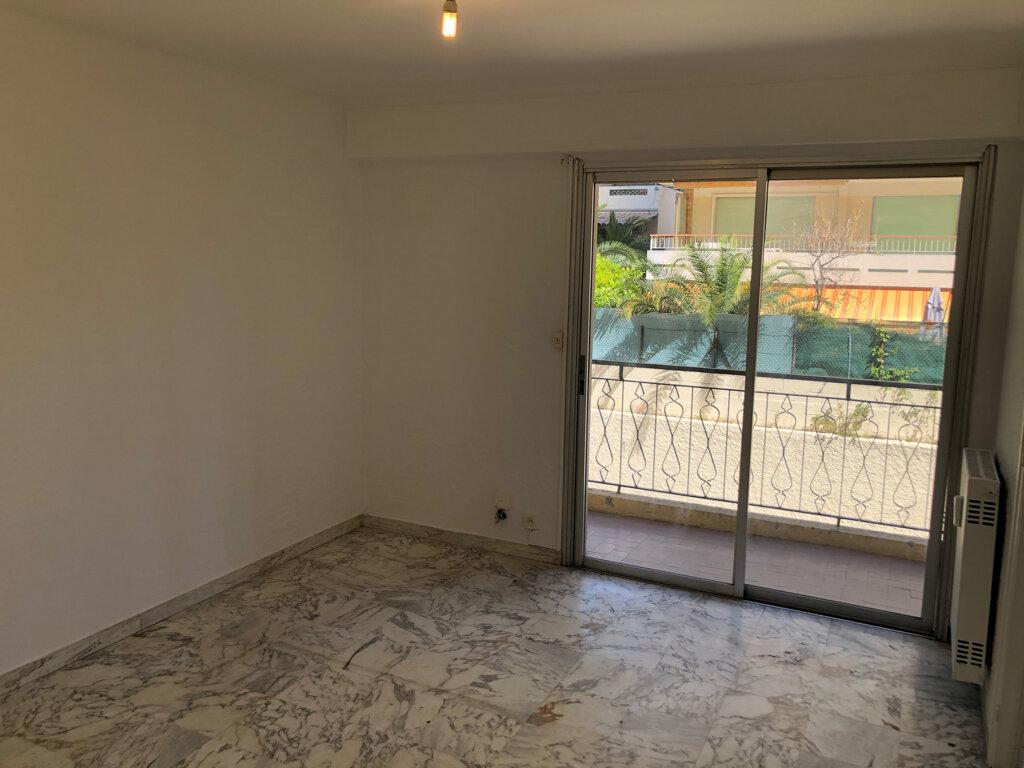 Appartement à louer 1 24m2 à Le Cannet vignette-1
