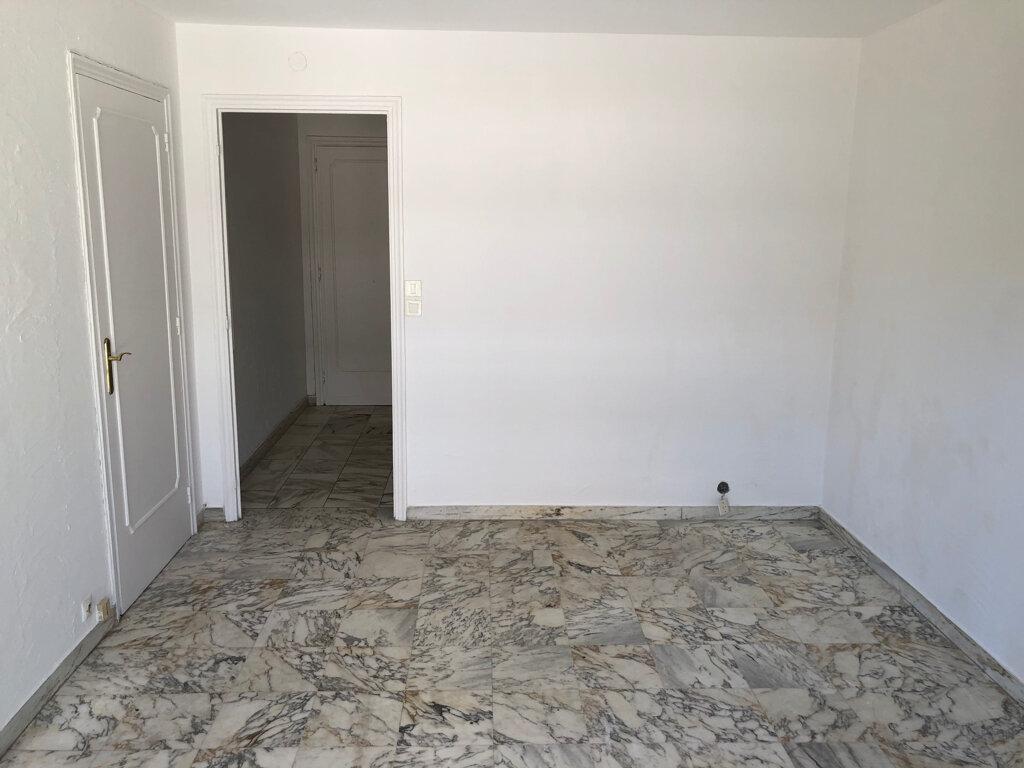 Appartement à louer 1 24m2 à Le Cannet vignette-4