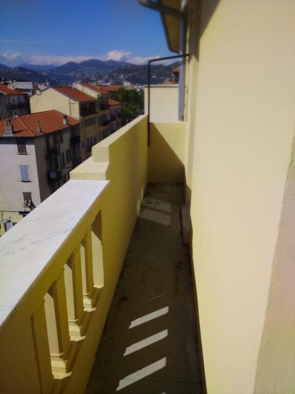 Appartement à louer 3 65.33m2 à Nice vignette-4