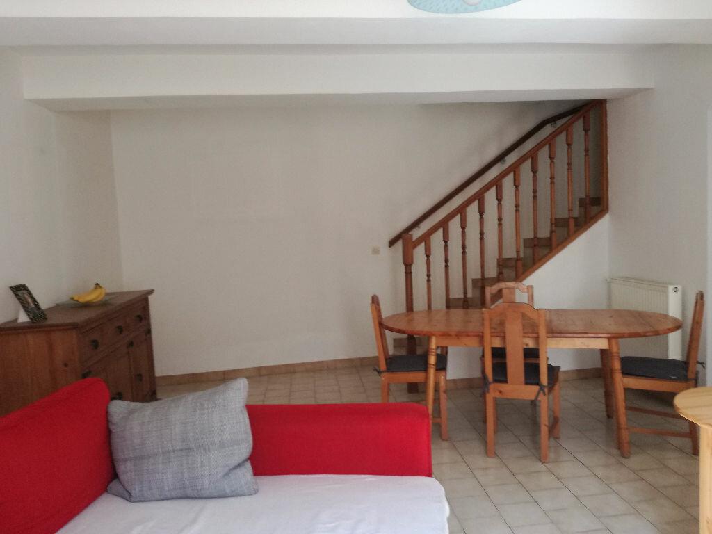 Maison à louer 3 82m2 à Remoulins vignette-3