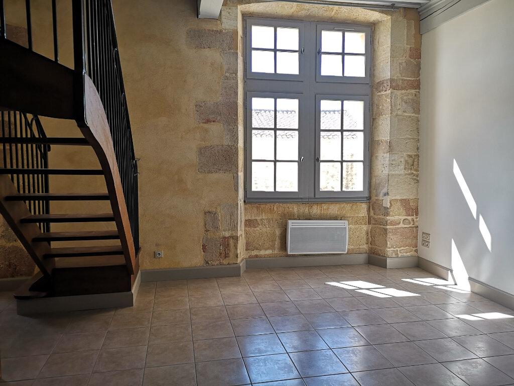 Appartement à louer 3 63m2 à Remoulins vignette-1