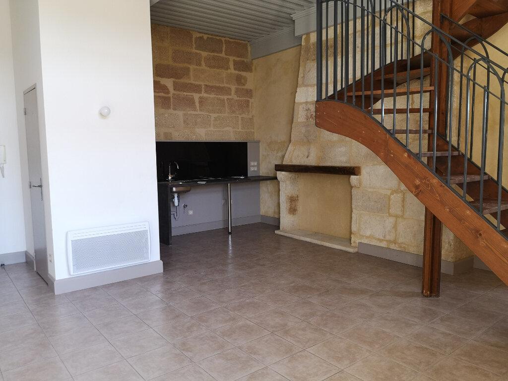 Appartement à louer 3 63m2 à Remoulins vignette-2