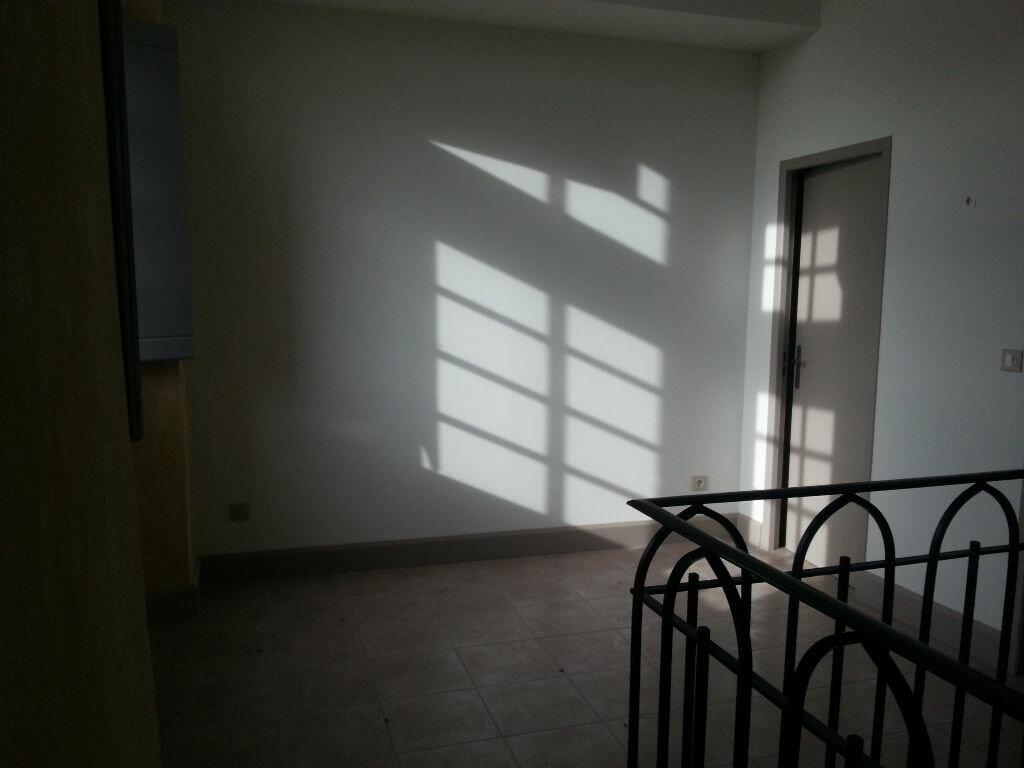 Appartement à louer 3 63m2 à Remoulins vignette-4