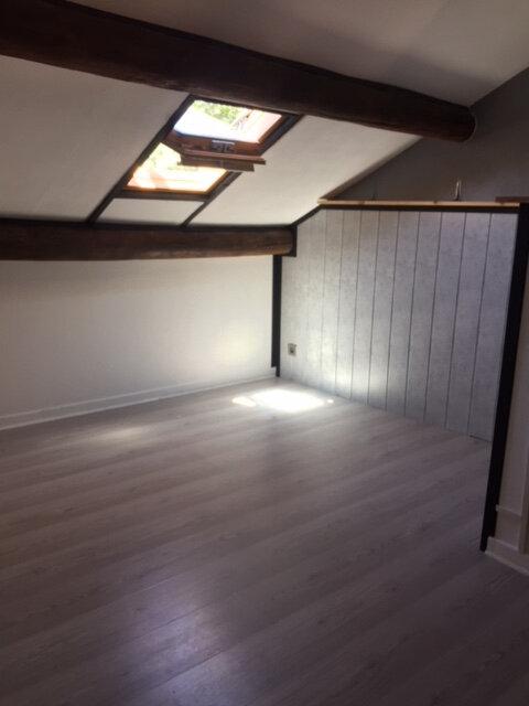 Appartement à louer 2 33m2 à Montfaucon vignette-3