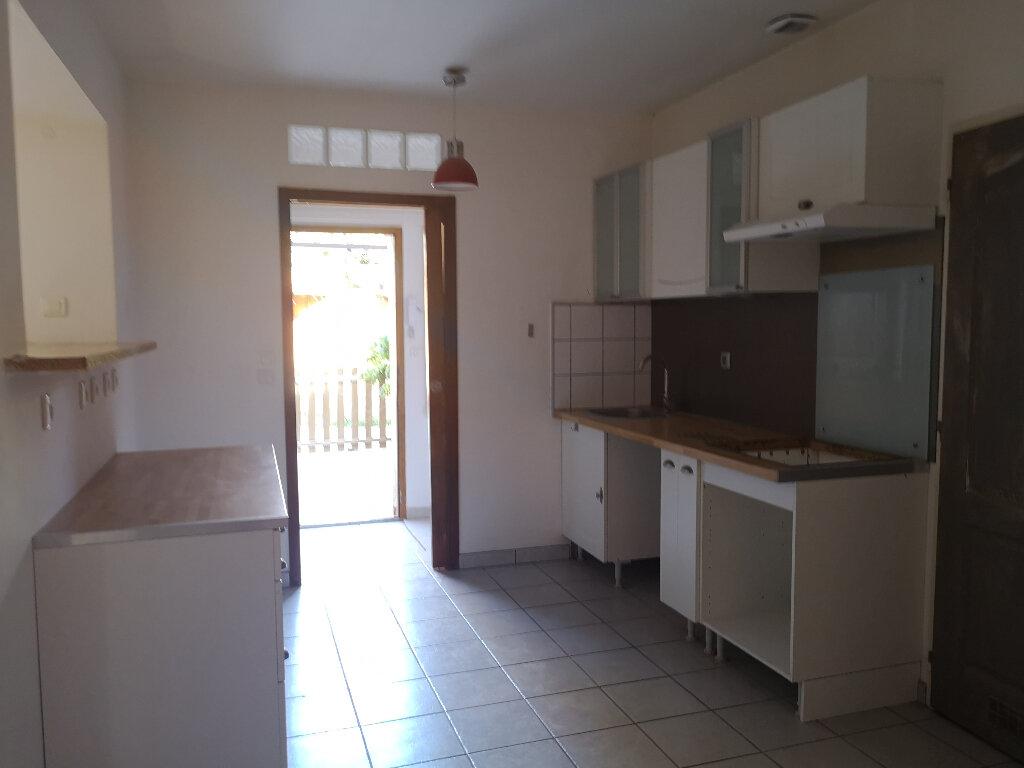 Maison à louer 3 75m2 à Vers-Pont-du-Gard vignette-3