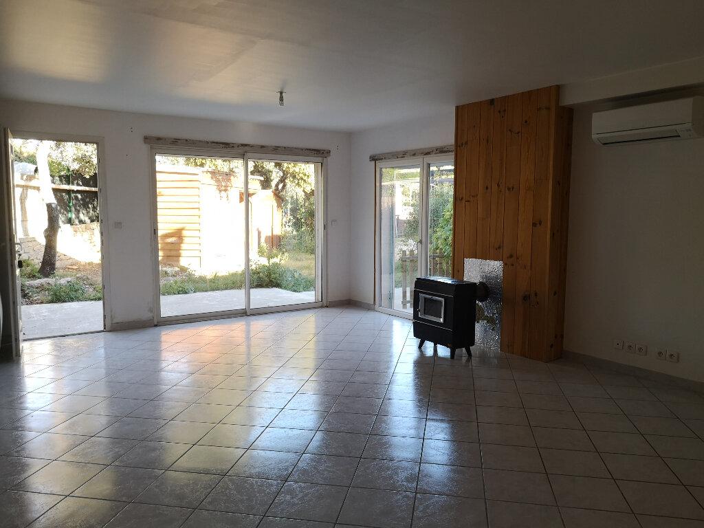 Maison à louer 3 75m2 à Vers-Pont-du-Gard vignette-8