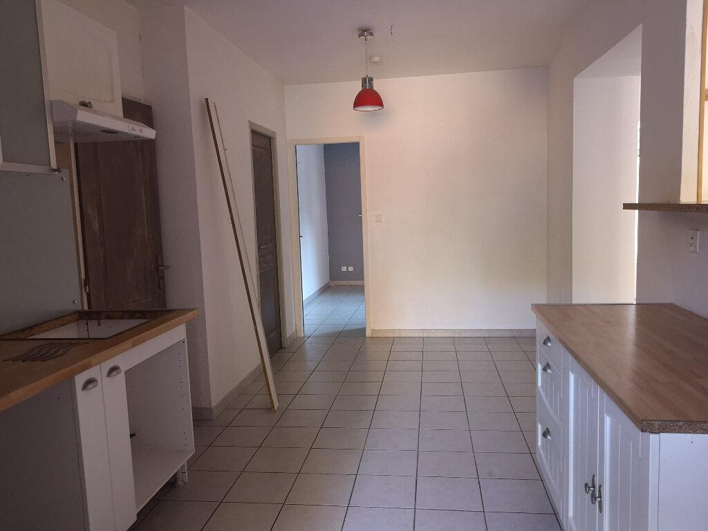 Maison à louer 3 75m2 à Vers-Pont-du-Gard vignette-10