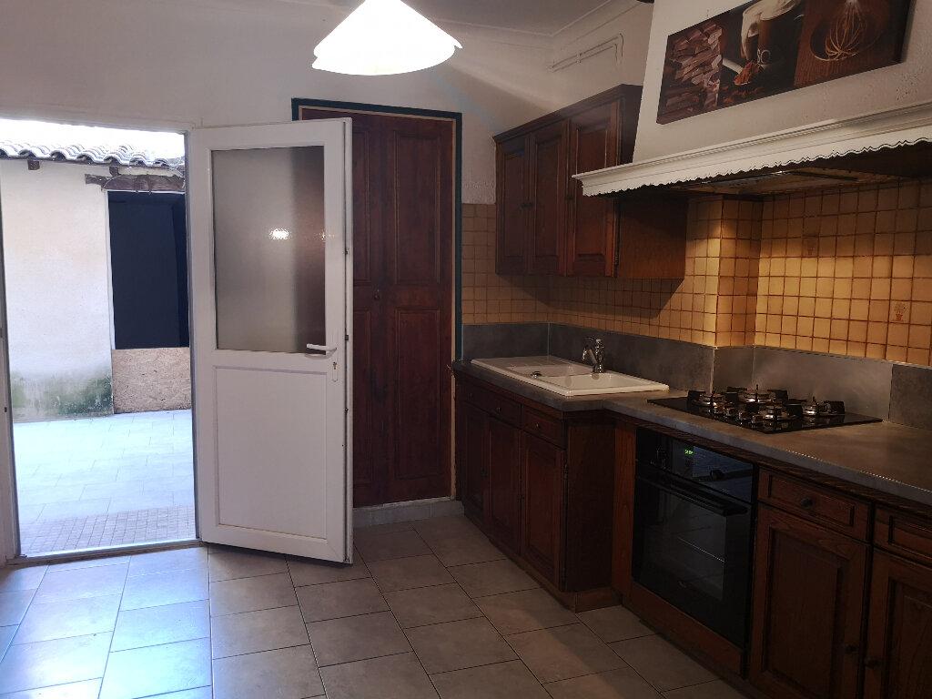 Appartement à louer 3 70m2 à Remoulins vignette-2