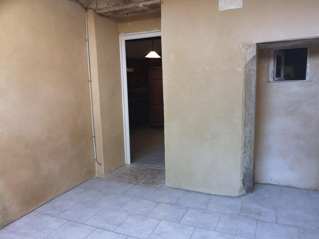 Appartement à louer 3 70m2 à Remoulins vignette-5