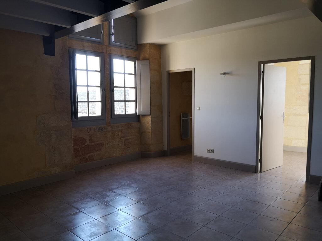 Appartement à louer 3 59m2 à Remoulins vignette-2