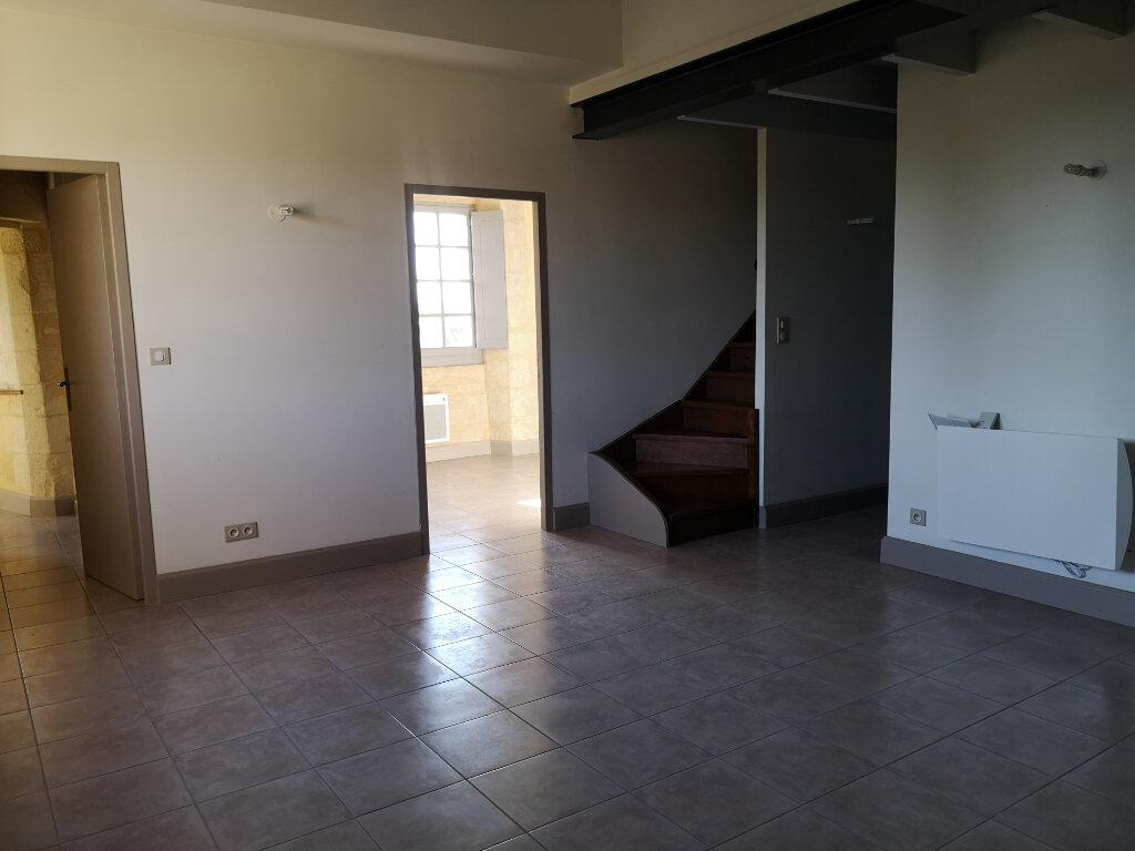Appartement à louer 3 59m2 à Remoulins vignette-3