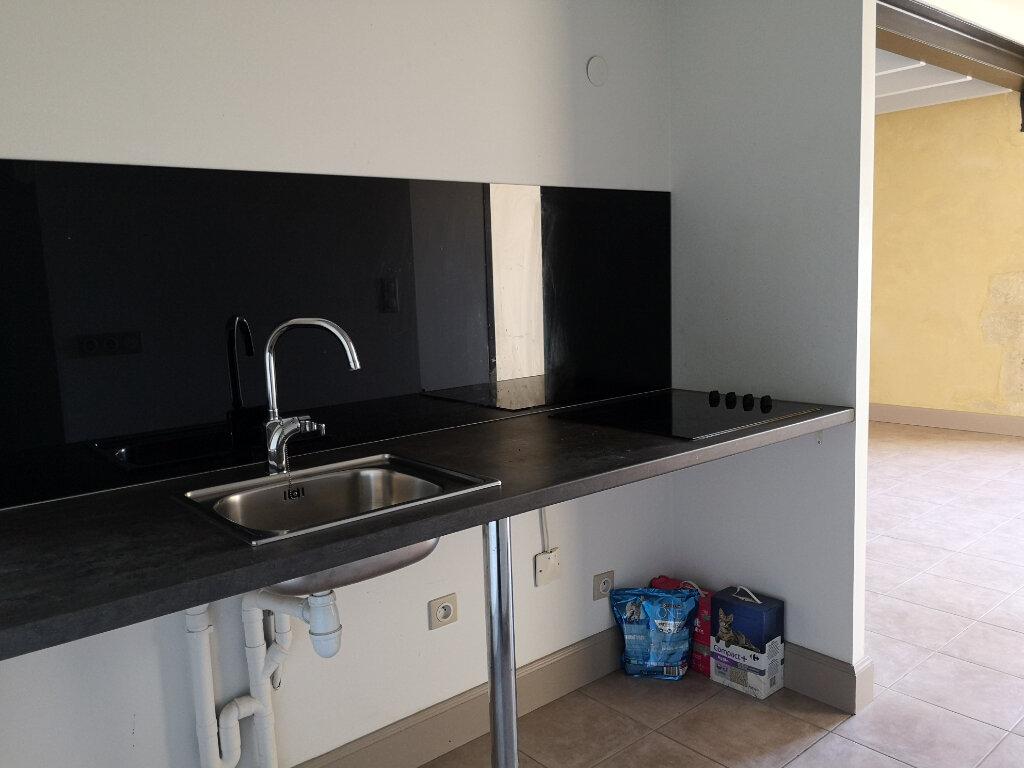 Appartement à louer 3 59m2 à Remoulins vignette-4