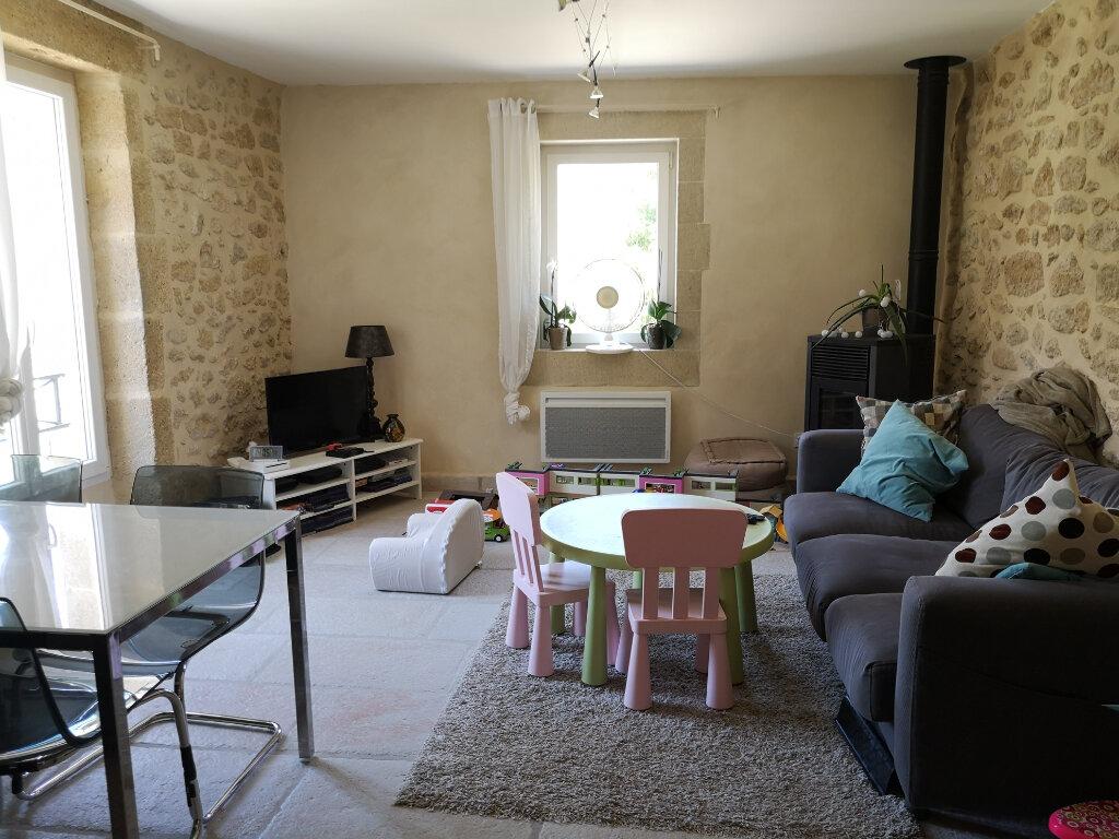 Maison à louer 3 80m2 à Saint-Hilaire-d'Ozilhan vignette-1