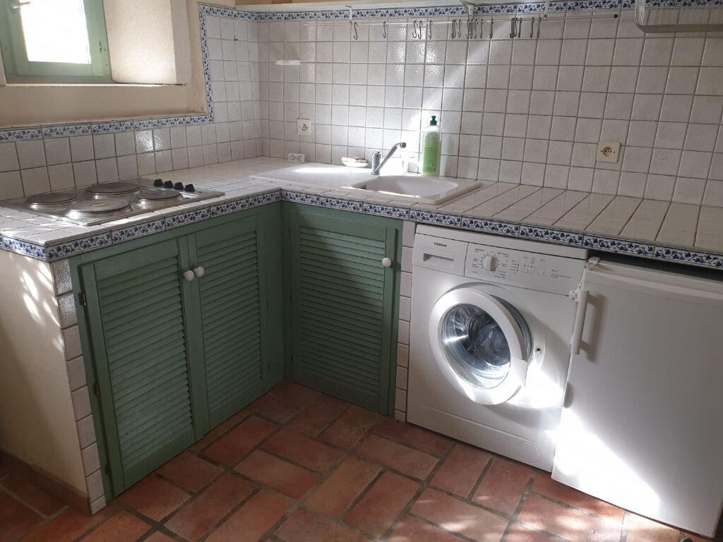 Maison à louer 3 62m2 à Saint-Hilaire-d'Ozilhan vignette-4