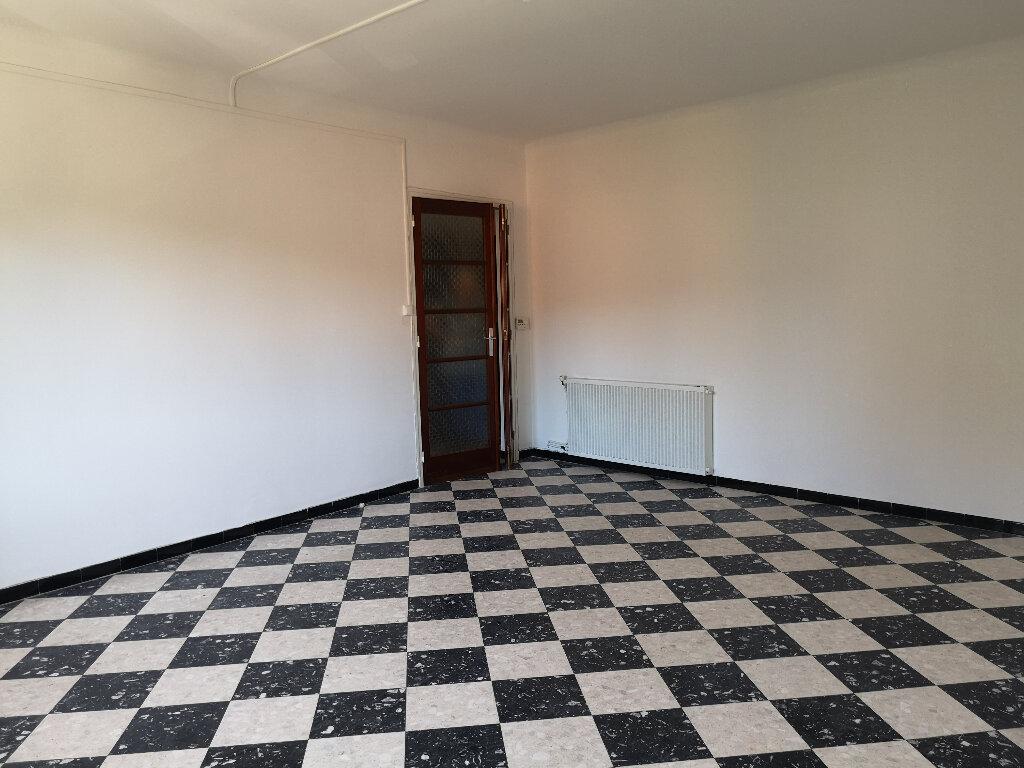 Appartement à louer 3 85m2 à Remoulins vignette-2