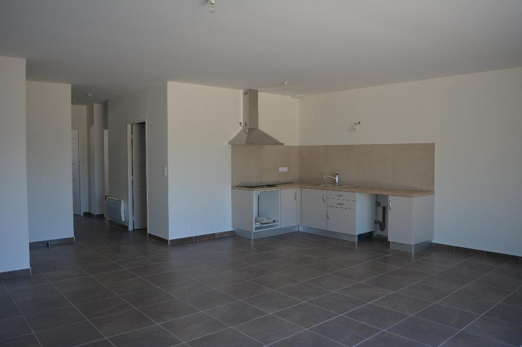 Appartement à louer 4 80m2 à Saint-Hilaire-d'Ozilhan vignette-3