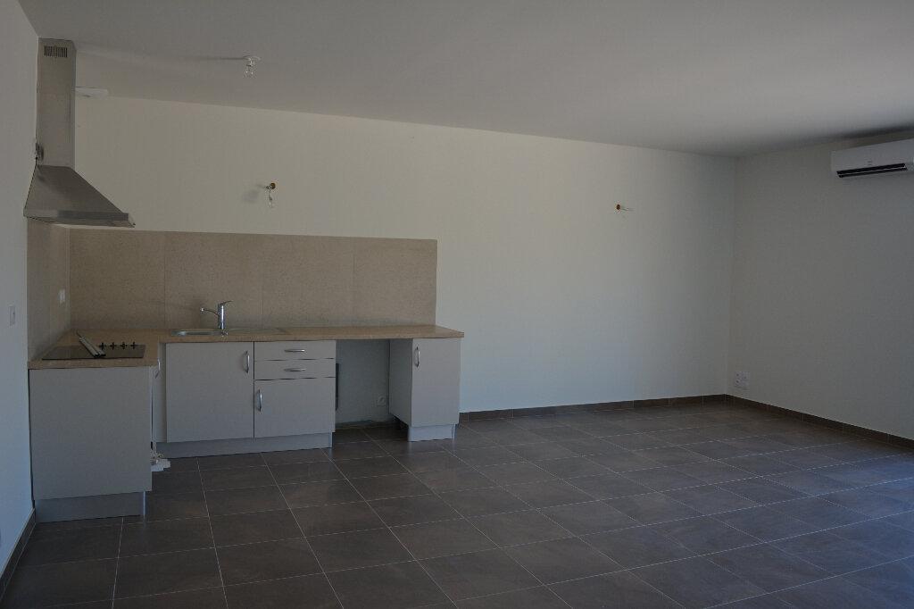 Appartement à louer 4 80m2 à Saint-Hilaire-d'Ozilhan vignette-4