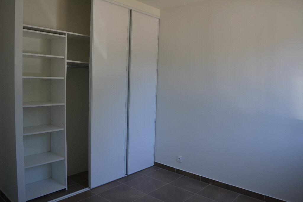 Appartement à louer 4 80m2 à Saint-Hilaire-d'Ozilhan vignette-6