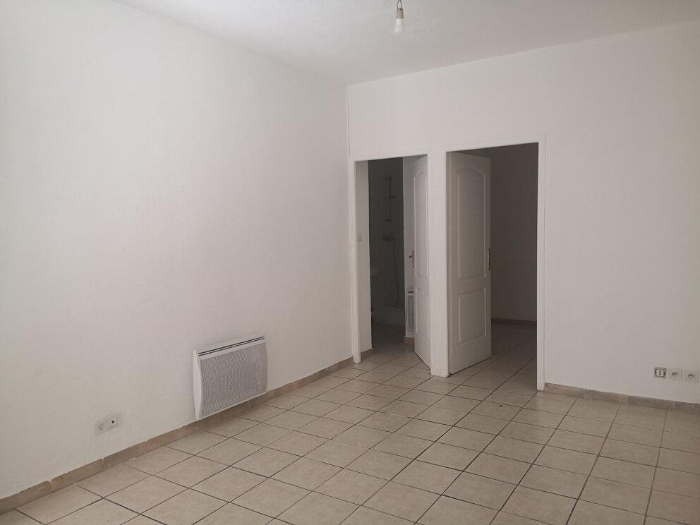 Appartement à louer 2 26m2 à Estézargues vignette-1