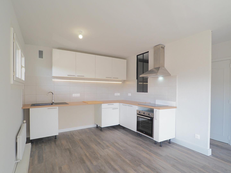 Appartement à louer 2 43.86m2 à La Roche-sur-Foron vignette-4