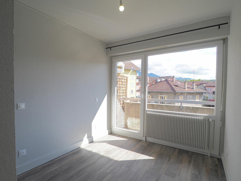 Appartement à louer 2 43.86m2 à La Roche-sur-Foron vignette-6